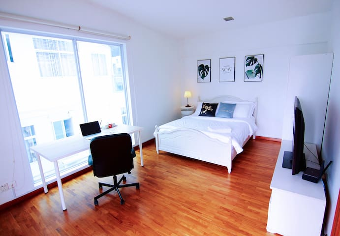 Comfy Private Suite 401 @ Landed Home @ City