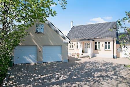 Villa + gästlägenhet nära Falsterbo Horseshow - Trelleborg V - 独立屋
