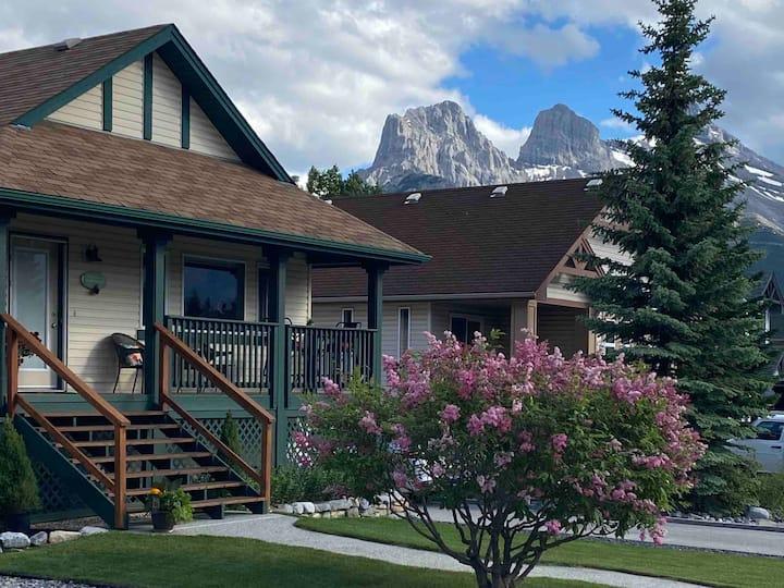 Lodgepole Pine B&B. Private mountain getaway.