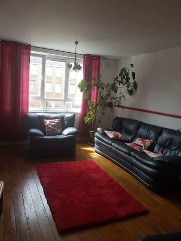 2nd double bedroom in warm friendly home