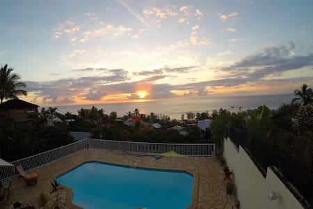 Chambre vue mer avec piscine et terrasse privative - Saint-Leu