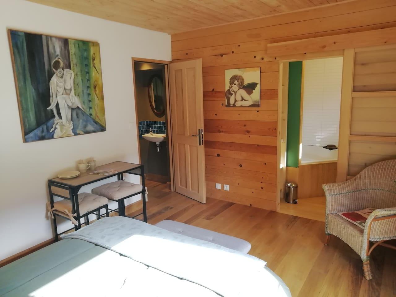 Chambre avec salle de Bain, WC séparé indépendant et Dressing