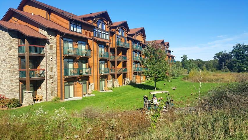 Studio Villa + Waterpark Passes FIRST FLOOR UNIT!