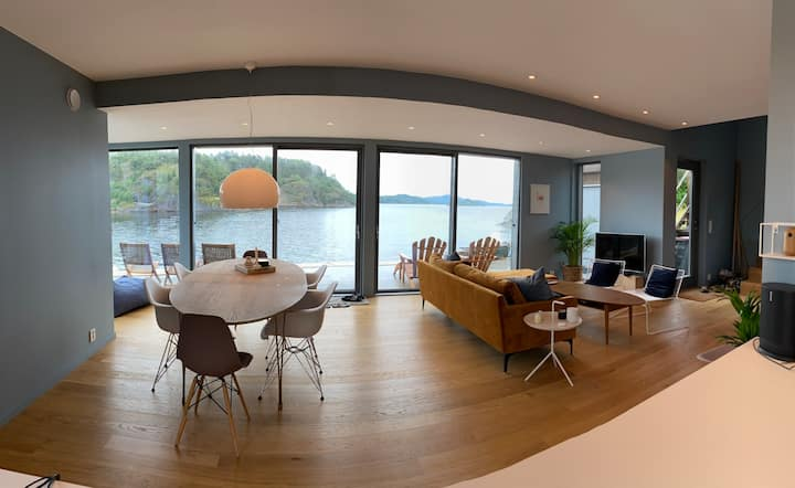 Ny hytte i vannkanten på idylliske Sandøya
