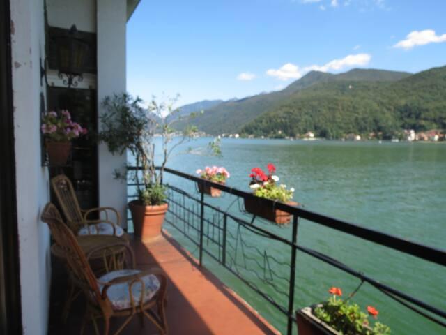 Villetta sul lago di Lugano