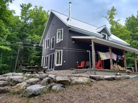Modern Cottage on Quiet Lake