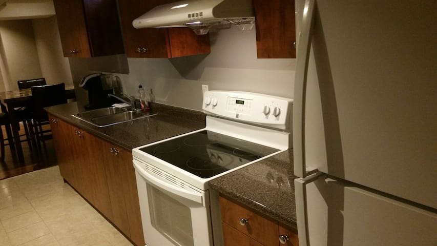 Clean and comfortable basement apar - Brampton, Ontario, CA - อพาร์ทเมนท์