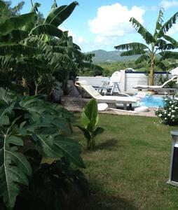 Maison F3 avec jardin piscine - Casa