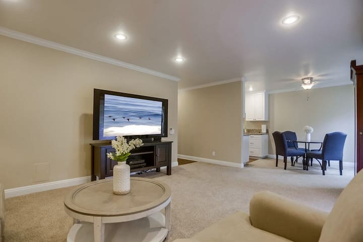 Upgraded La Jolla condo in prime location