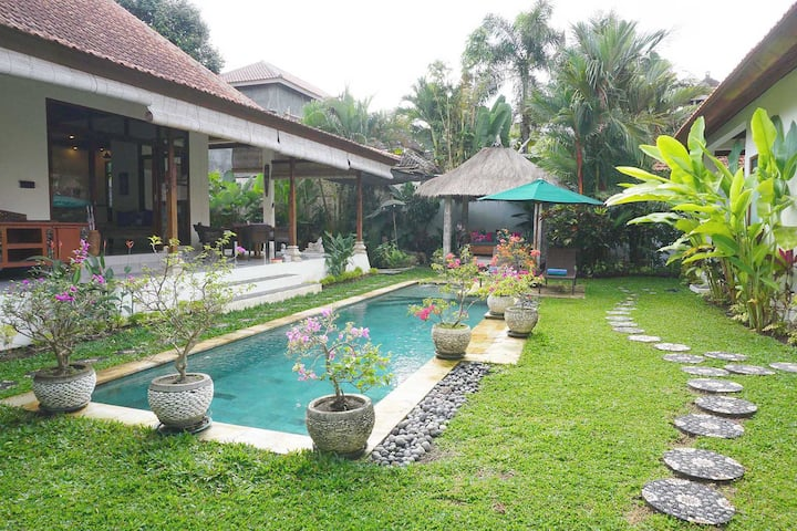 Villa Damai-Spacious stylish living
