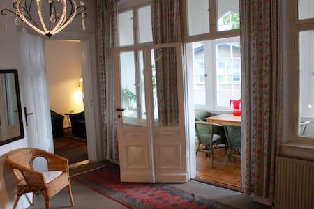 Helle & gemütliche Ferienwohnung - Ahlbeck - Huoneisto
