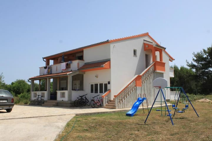 One bedroom apartment with balcony Pašman (A-8274-a)