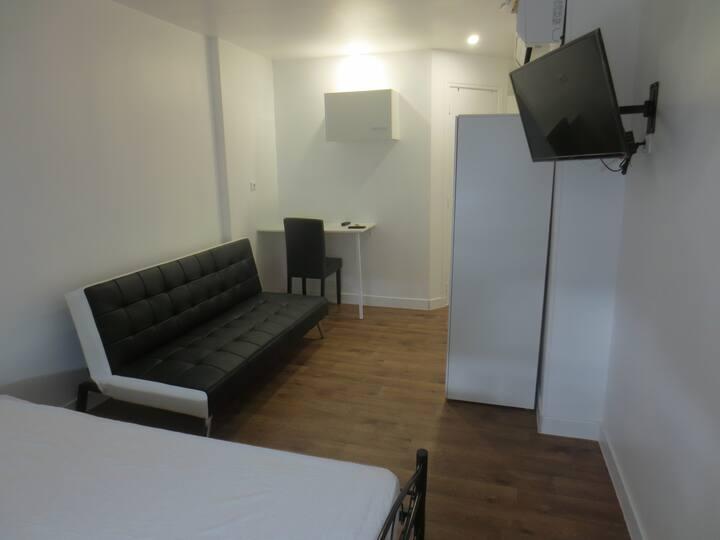 Studio neuf a 3 kms du CNPE Dampierre