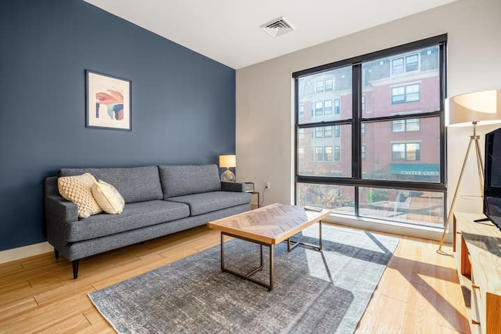 Lux South Boston 1BR w/ Doorman, W/D, nr. Seaport, by Blueground (BOS189)