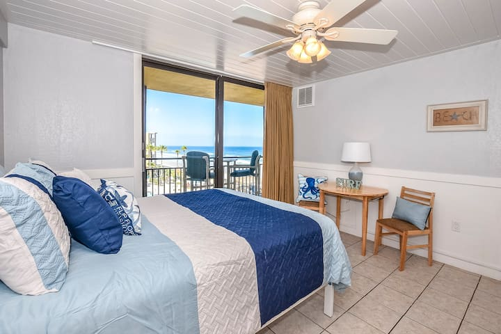Beachfront Ocean-View Suite with Balcony!