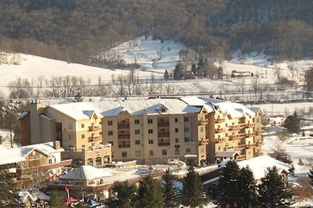 Ski in & Ski out; Sleeps FOUR @ 4 Star Resort - 埃利科特维尔(Ellicottville)