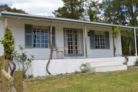 Kiku Cottage on Cheverells Farm-countryside bliss! - Grabouw