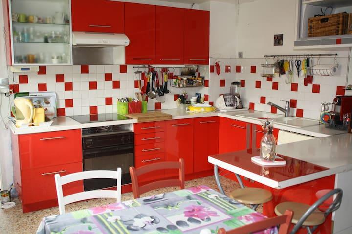 GRAND MEUBLE TT CONFORT AU 1ER ETAGE D UNE VILLA - Velaux - Apartamento