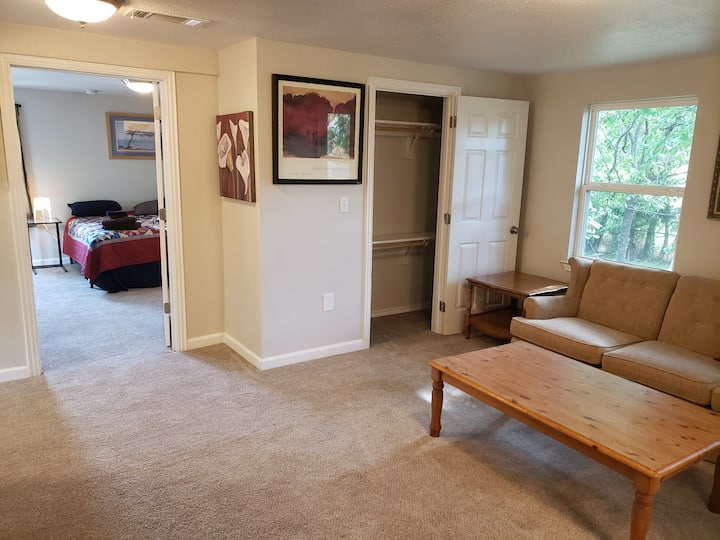 Retreat King Suite w/ Private Bath & Living Room