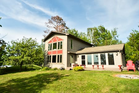 Newly remodeled 4bd/2ba lake home on Island Lake!