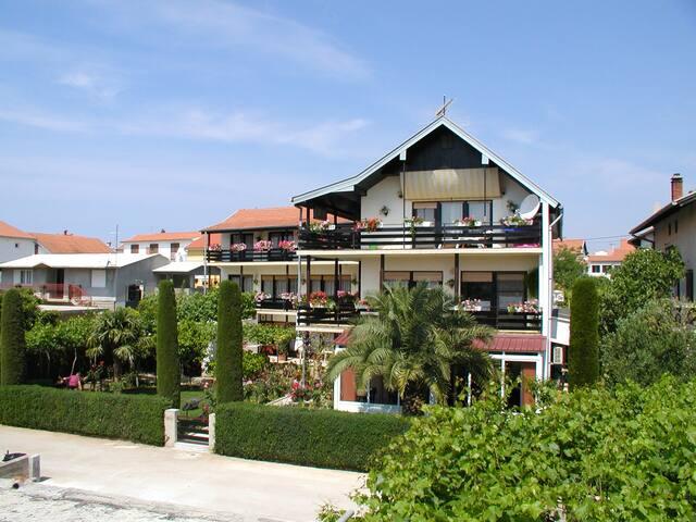 Villa Mautner - Room with Balcony 7 - Vodice - วิลล่า