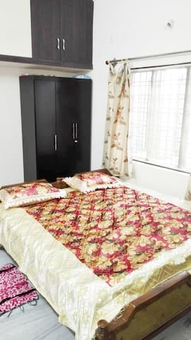 Crazon Villa - Tidy room stay :)