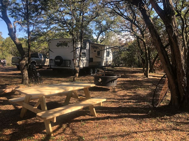 You and Nature!! New RV in Helotes  1 1/2 acres!🐿