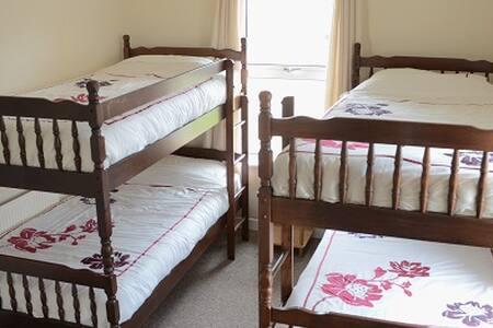 3. Dorm for Four in Strandhill, Breakfast Included - Strandhill