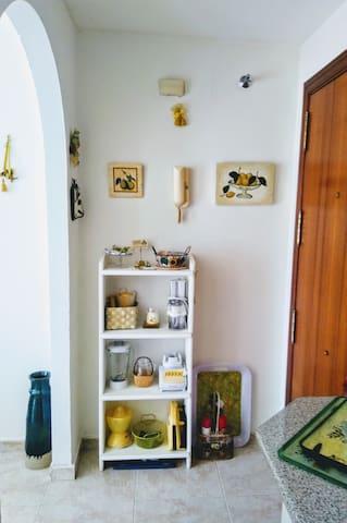 Otros Pequeños electrodomésticos en mi pequeña Cocina. Cabe de todo. Mira bien la foto.