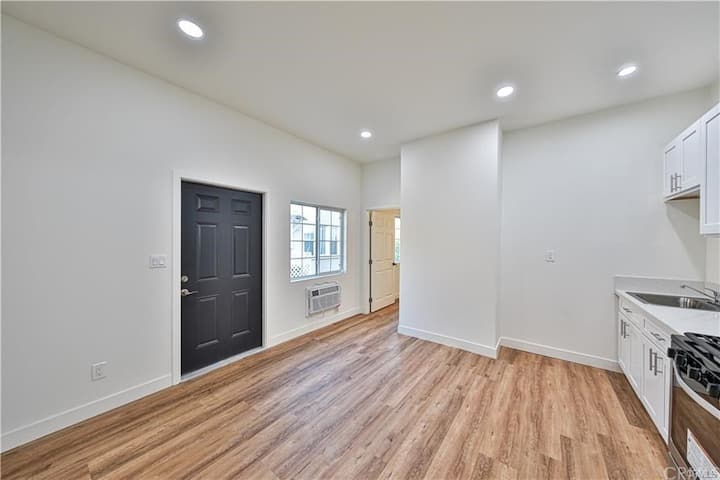 Beautiful Remodeled Belmont 2bd2ba near DowntownLA