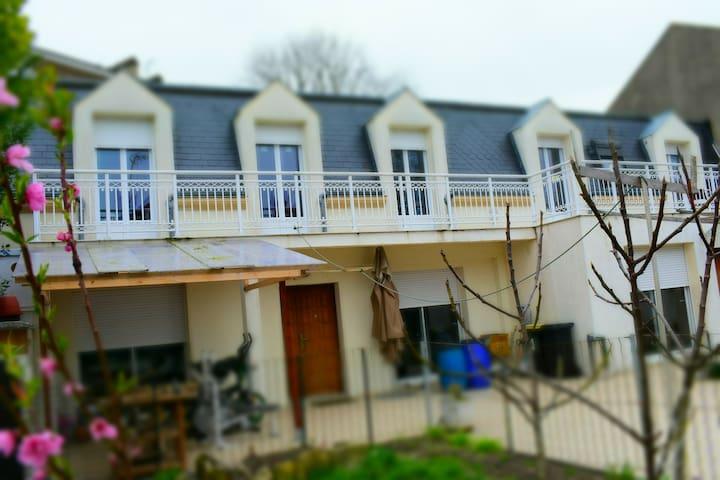 maison mansarde proche Paris et 5mn la gare