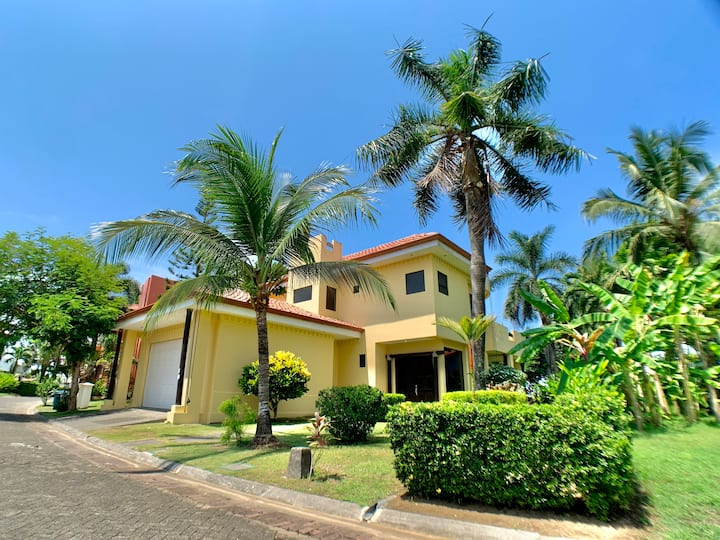 Siempre Domingo -Large Ocean View Gated Com. Casa!