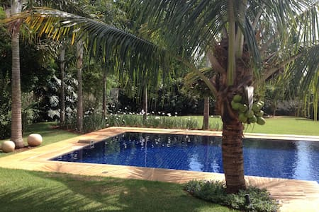 Beautiful home in a lovely condomin - Campinas - House
