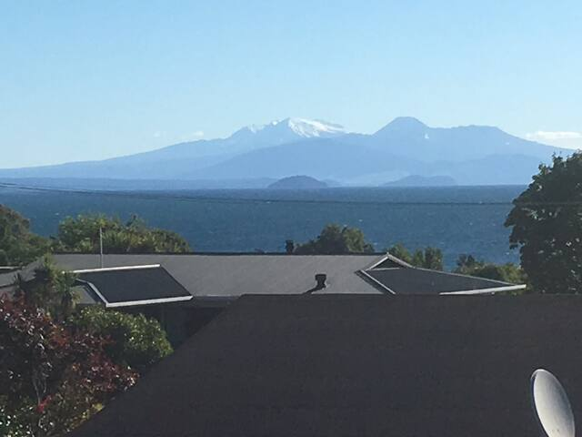 Peaceful, central and well equipped spacious home - Taupo - Huis