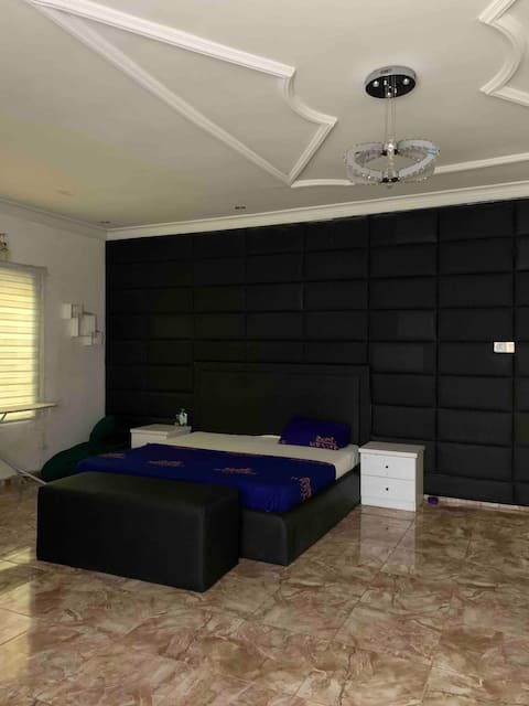 Serviced apartments WiFi 21-24hrs Power Pool