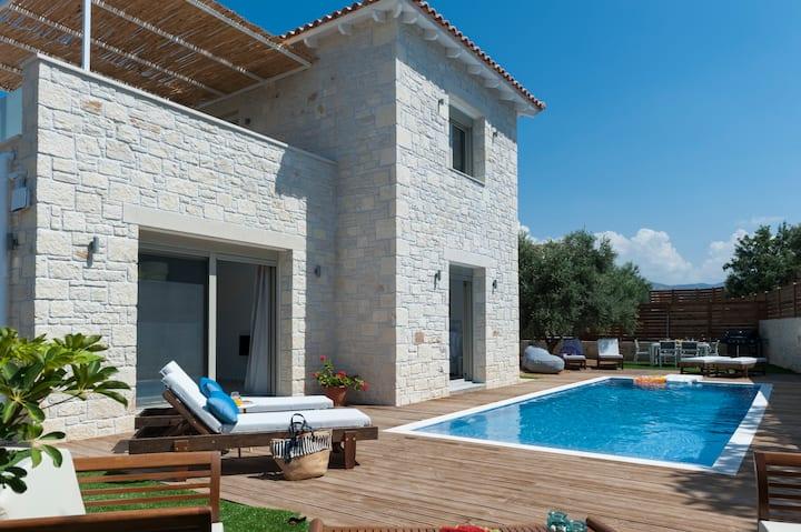 New Villa Prima 4bedroom, 38sq.m. pool & jacuzzi
