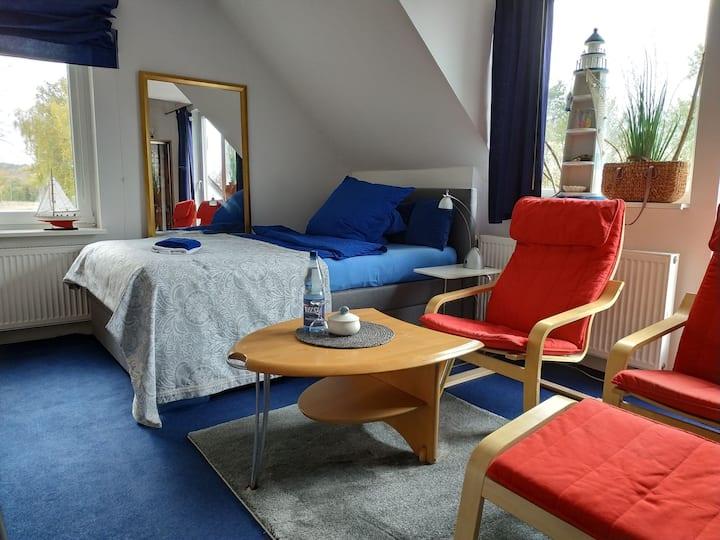 """Zimmer """"Westküste"""" +schöner Gartenbereich u. Küche"""