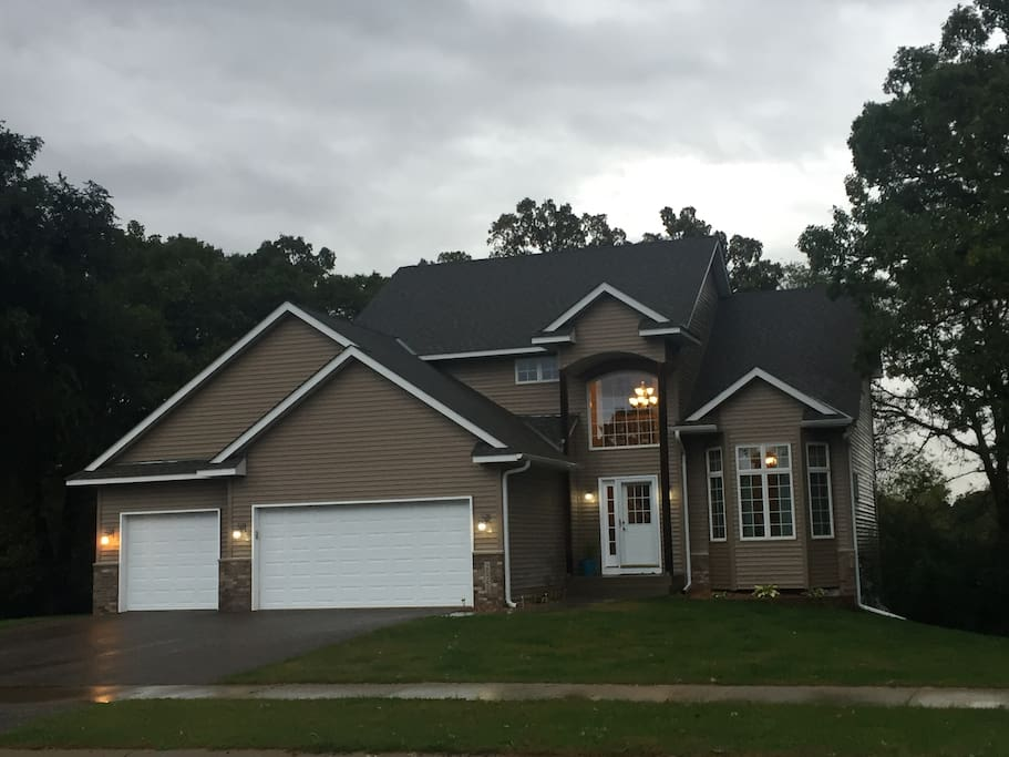 Stay and relax in this 3,200 square foot completely finished home with one king, one queen, 2 double (full) beds, one additional twin bed (by request) and two full-size couches.   Great location 1 mile north of Hwy 10; near the SHERCO and Monticello Power Plants.