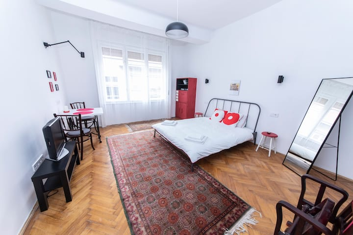 Sophie's cute and stylish apartment