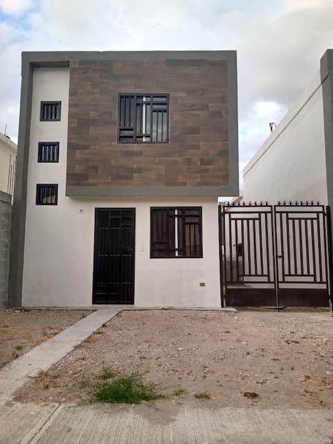 Casa entera - 3 habitaciones, cerca del aeropuerto