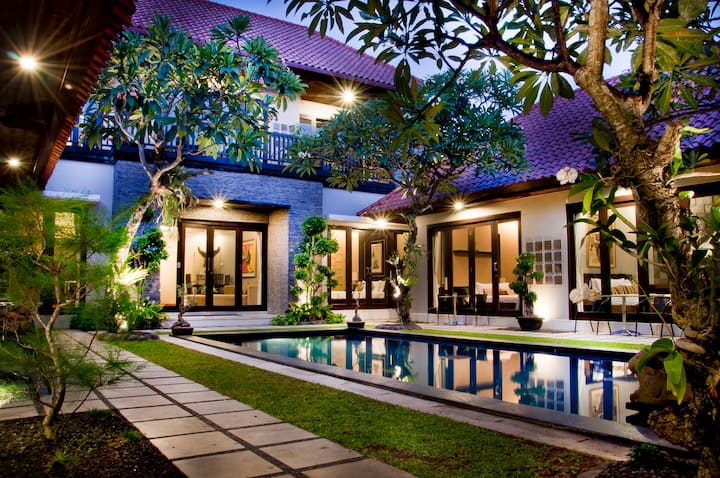 Elegance suite room Sanur 10 minutes to the beach
