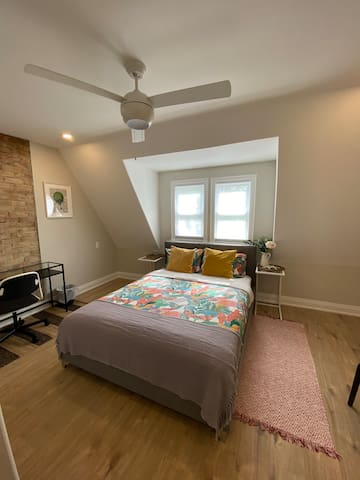 Luxury 1BR Private Bath/Shared living room & patio