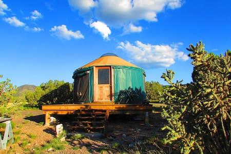 The yurt at Shanti Community in Madrid, NM - Madrid - Yurta