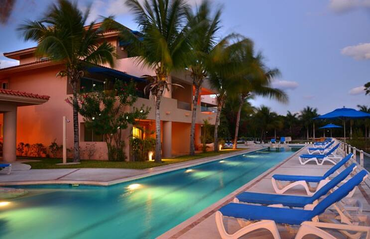 Luxury Waterfront Villa in Puerto Aventuras