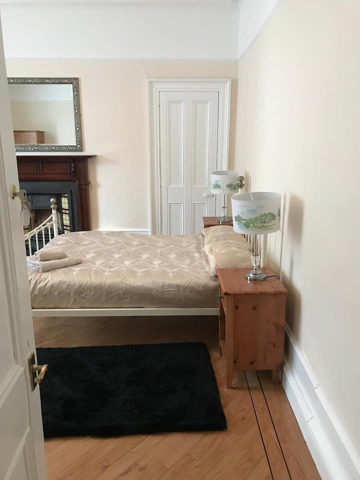Exceptionally Spacious Room Close to Union Square