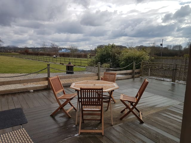 The Deck at Four Oaks nr Leighton Buzzard
