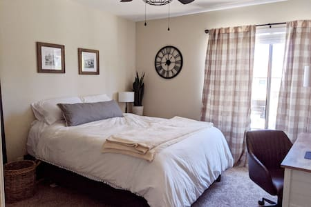 Cozy, Clean Bed and Bath in 2 Bedroom Condo