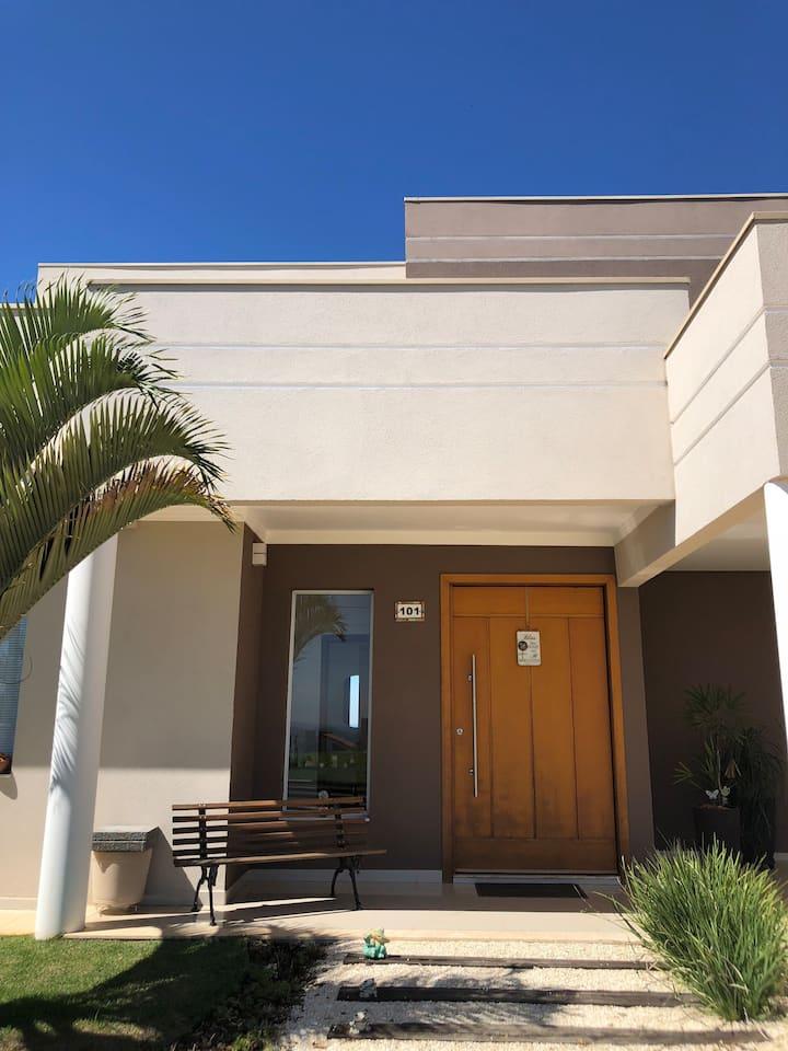Casa funcional de alto padrão para temporada