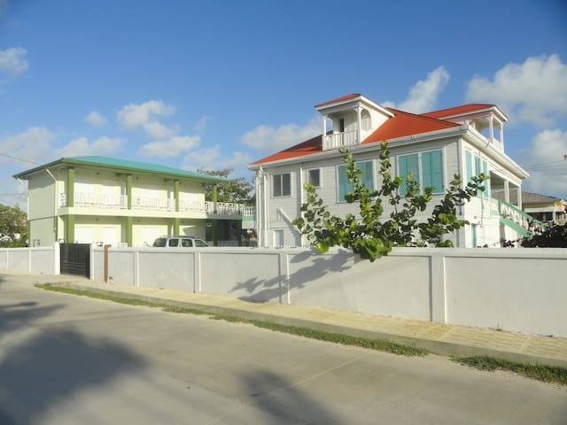 TBG Bed & Breakfast -- Room 5 - Belize City - Oda + Kahvaltı