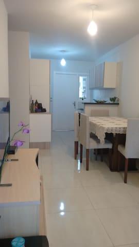 quarto em condomínio com   academia. - Porto Alegre - House